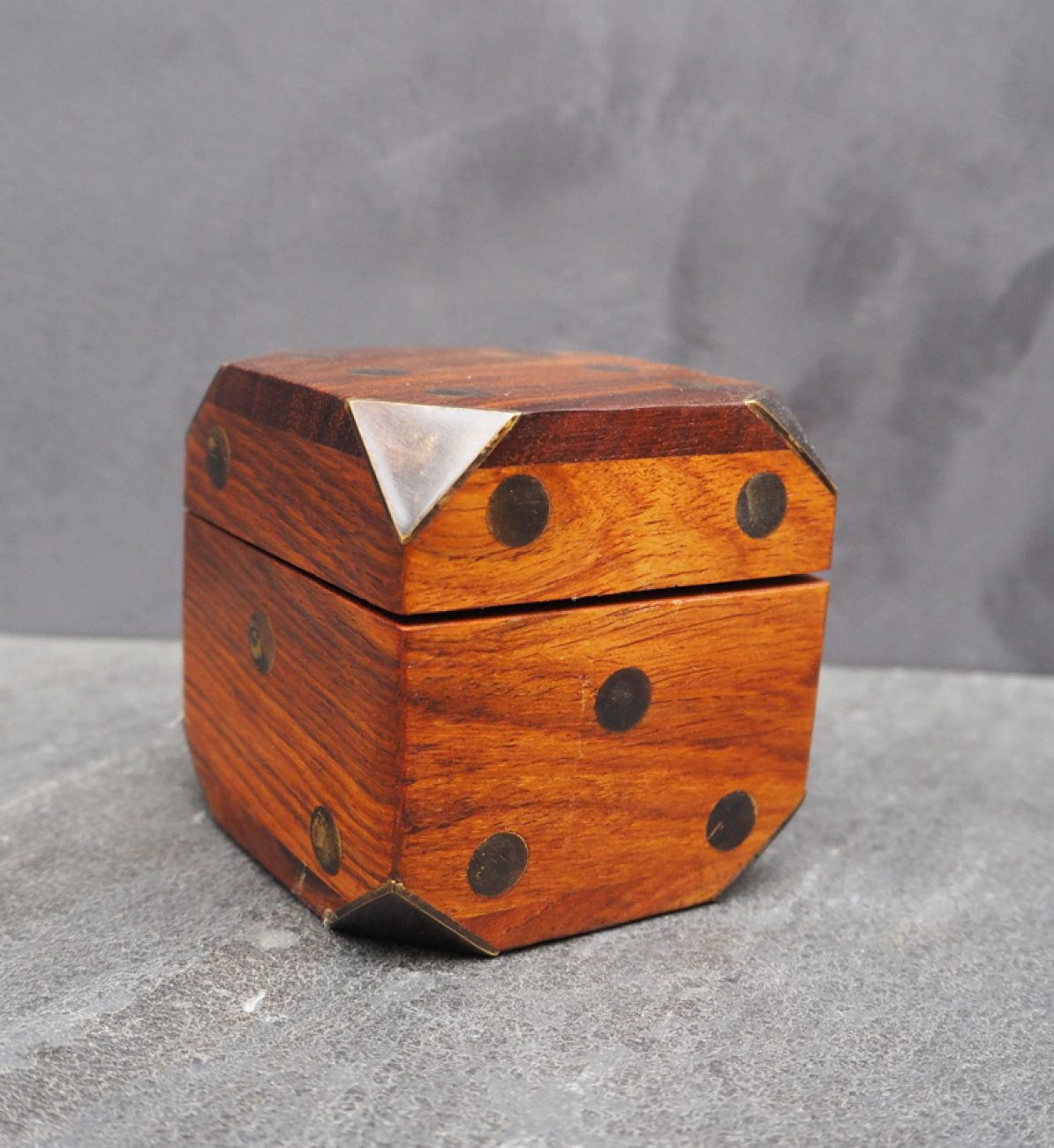 Wooden Dice Box W 5 Dices 22115 Chehoma
